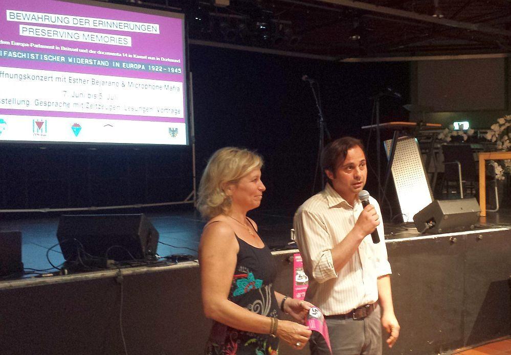 Anke Georges (VVN) und Levent Arslan, kommissarischer Leiter DKH