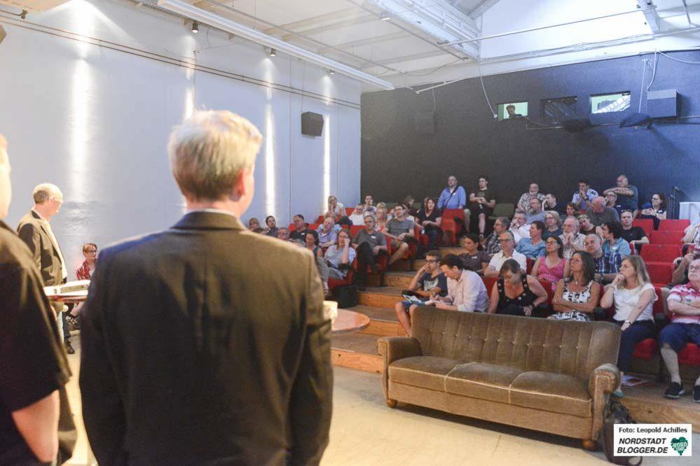 Kein Mangel an Publikum bei der spannenden Debatte