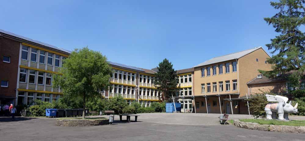 Ehemaliger Gebäudekomplex der Hauptschule Innenstadt-West: dort ist jetzt das Heinrich-Schmitz-Bildungszentrum beheimatet.