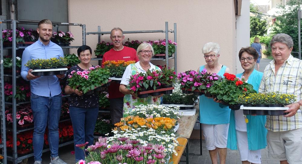 MieterInnen der Dogewo21 bekommen jedes Jahr frische Blumen für ihre Balkone. Foto: Ole Corneliussen