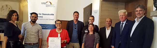 """Preis für das Roma-Kulturfestival Djelem Djelem: """"Aktiv für Demokratie und Toleranz"""" zeichnet Kooperationsprojekt aus"""