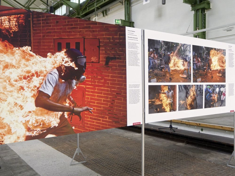 Ausstellung World Press Photo in der Halle des Depots. Foto: Lena Arsenovic/dofoto