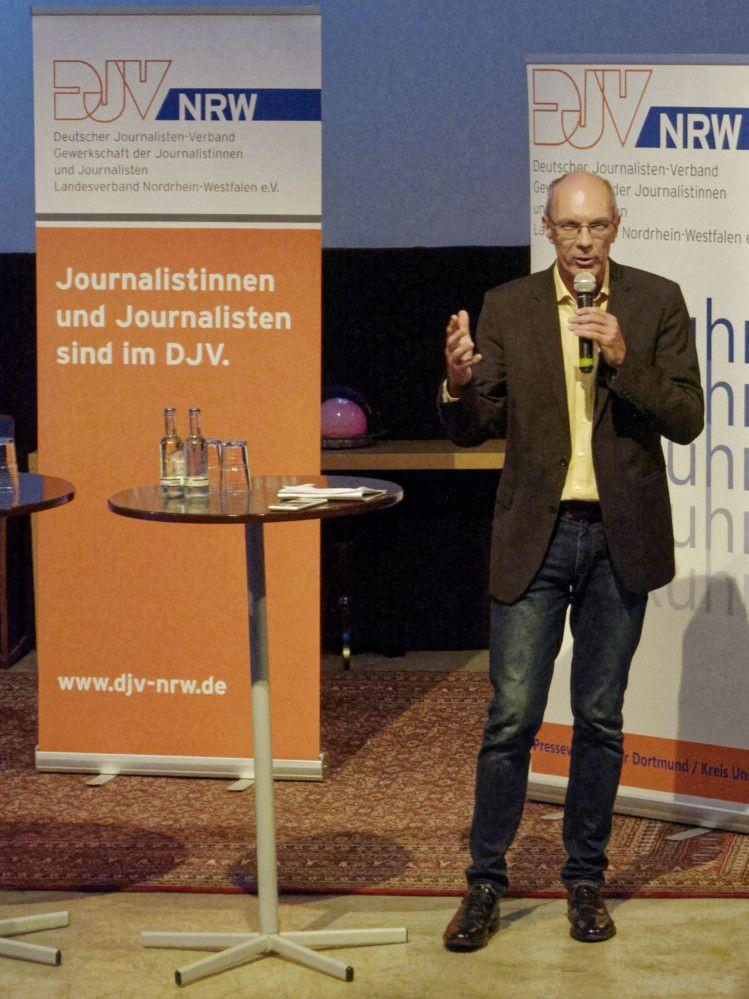 Kay Bandermann vom Presseverein Ruhr moderierte die Diskussion. Foto: dofoto