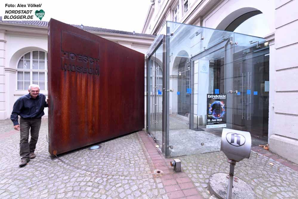 Michael Dückershoff schließt zur Extraschicht ein letztes Mal im Hoeschmuseum auf bzw. ab. Foto: Alex Völkel