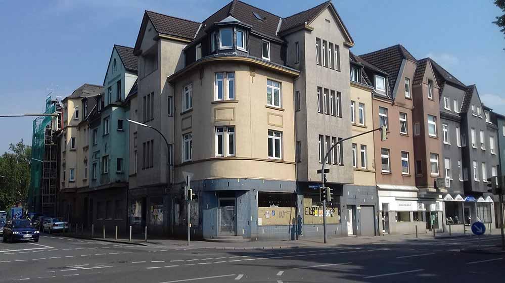 Nach Jahren des Stillstands haben nun die Arbeiten in Bövinghausen begonnen. Fotos: Gabriel Bünte