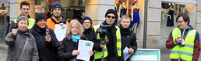 Protestaktion in der Fußgängerzone: Grüne Dortmund kritisierten die Videobeobachtung im Brückstraßenviertel