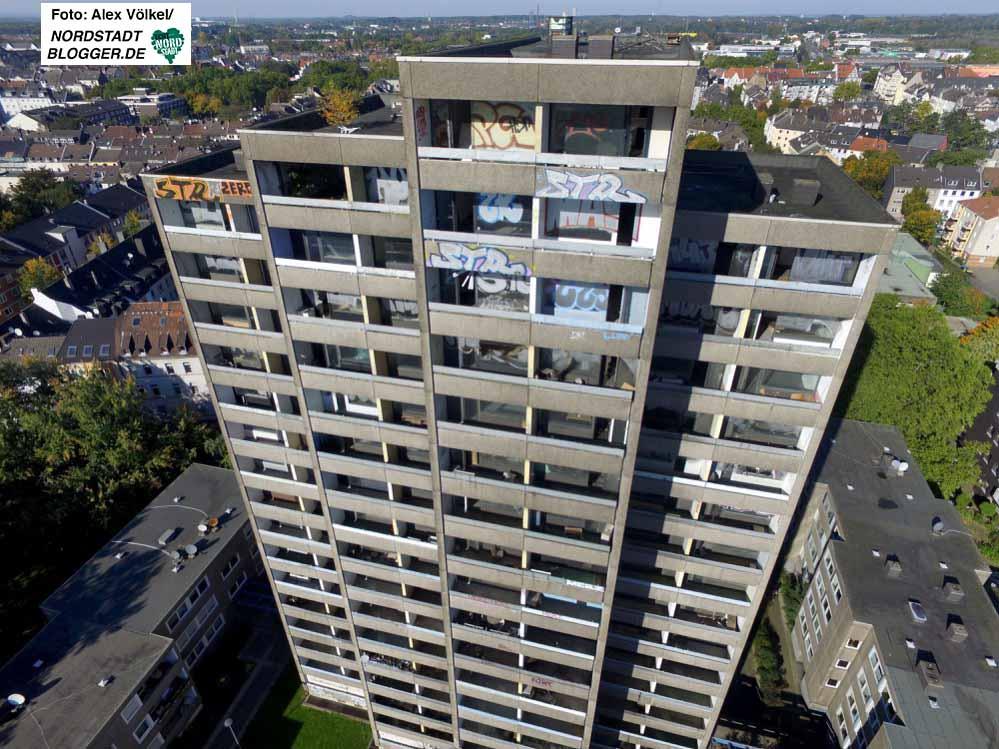 """Das 18-stöckige """"Horrorhaus"""" in der Kielstraße soll auf jeden Fall abgerissen werden. Fotos: Alex Völkel"""