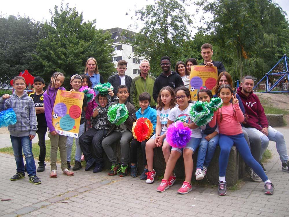 Die VeranstalterInnen und die Kinder freuen sich auf das vierte internationale Kinderfest im Kezz. Foto: Sascha Fijneman