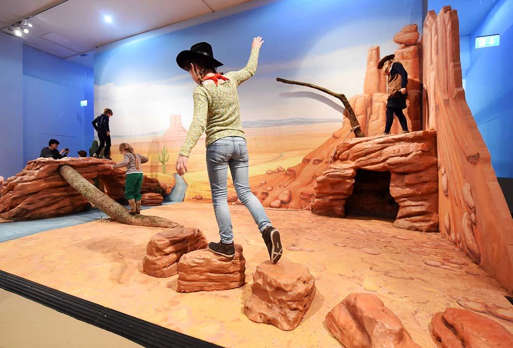 """Die Familienausstellung """"Cowboy und Indianer"""" im MKK macht den Wilden Westen wieder lebendig. Foto: Uli Deck"""