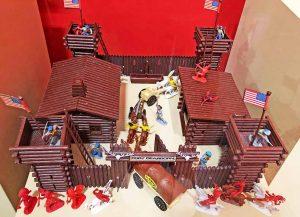 Ein Fort aus Kunststoff mit vielen Figuren: Traum aus frühen Jugendtagen. Foto: Joachim vom Brocke