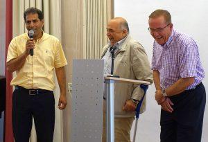 Ein Vertreter der palästinensischen Delegation bedankt sich bei den Gastgebern
