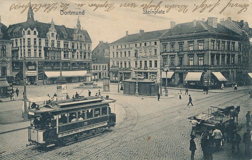Die Straßenbahn am Steinplatz um 1905. Hier begann am 1. Juni 1881 die Dortmunder Straßenbahngeschichte, allerdings wurden die ersten Bahnen von Pferden gezogen. Bilder: Sammlung Klaus Winter