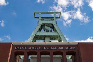 Die VHS bietet eine Exkursion ins Bergbaumuseum Dortmund an. Foto: Herbert/Pixabay/VHS