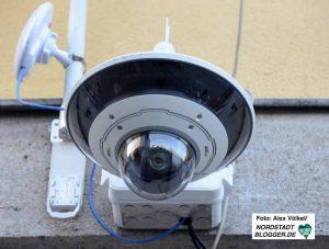 Insgesamt fünf dreh-, schwenk- und neigefähige Kameras wurden installiert.