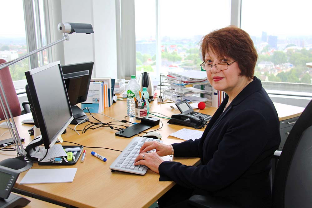 Angelika Ring hat sich mit fast 60 Jahren fortgebildet und dadurch einen neuen Job in Dortmund gefunden. Foto: Hünnemeyer/AA Dortmund
