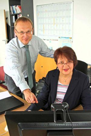 Uwe Bergmann von innogy ist mehr als zufrieden mit seiner neuen Angestellten. Foto: Hünnemeyer/AA Dortmund