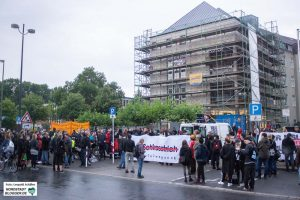 """In der Nordstadt gingen die """"Kein Schlussstrich""""-Demo zu Ende. Foto: Leopold Achilles"""