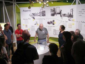 """Mit viel Humor wurden die Gäste durch die Sonderausstellung """"Experiment"""" geführt. Foto: Sascha Fijneman"""
