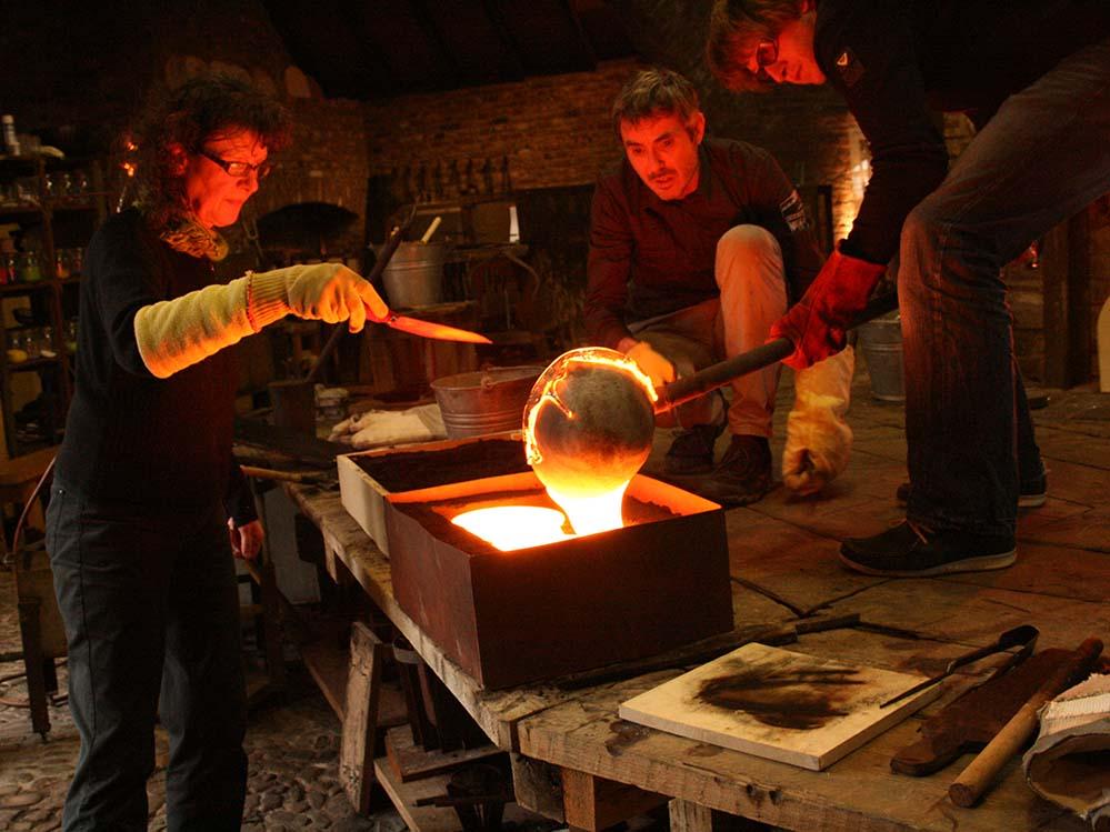 """Neben den ausgestellten Objekten wird die Ausstellung """"Heißes Glas"""" spannende Einblicke in deren Entstehungsprozess bieten."""