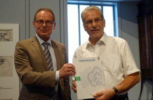 Udo Mager (li., (Vorsitzender der Dortmunder Museumsgesellschaft) und Franz-Josef Kniola, Ehrenpräsident der NRW-Stiftung
