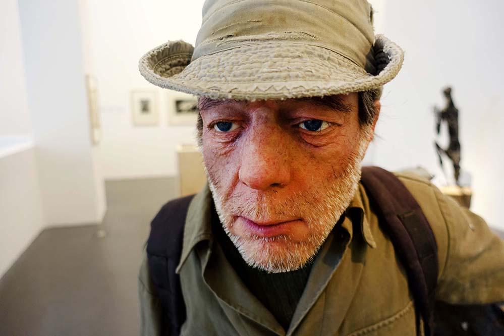 """Die Skulptur """"The Searcher"""" von Roy Villevoye ist das Abbild der real existierenden Person Jean Paul. Fotos: S. Fijneman"""