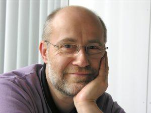 """Prof. Dr. Harald Lesch, LMU München hält seinen Vortrag """"Vom denkenden Menschen zum Knecht der Algorithmen"""" im Rahmen der Highlights der Physik. Foto: Harald Lesch"""