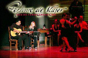 Das Duo Perfume de Mujer wird für die richtige lateinamerikanische Atmosphäre sorgen.
