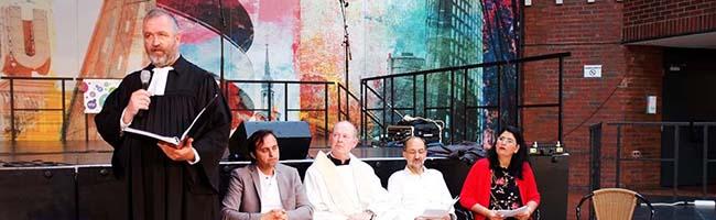 Beim Interreligiösen Gebet zur offiziellen Eröffnung des Nordstadt-Sommers im DKH kamen die Gäste ins Gespräch