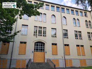 Der Altbau der Anne-Frank-Gesamtschule  soll abgerissen und Platz für zwei neue Schulgebäude machen.