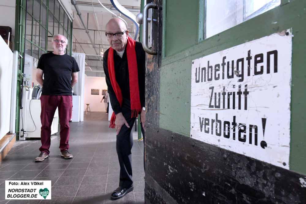 Dieter Fischer und Kurator Hartmut Gloger öffnen zum letzten mal die Pforten der Galerie.
