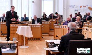 Norbert Dahmen (CDU) wurde in der Ratssitzung als neuer Dezernent für Sicherheit und Ordnung vereidigt.