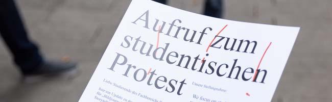 Für mehr Mitbestimmung und Transparenz: Studierende protestieren vor dem Rektorat der FH Dortmund