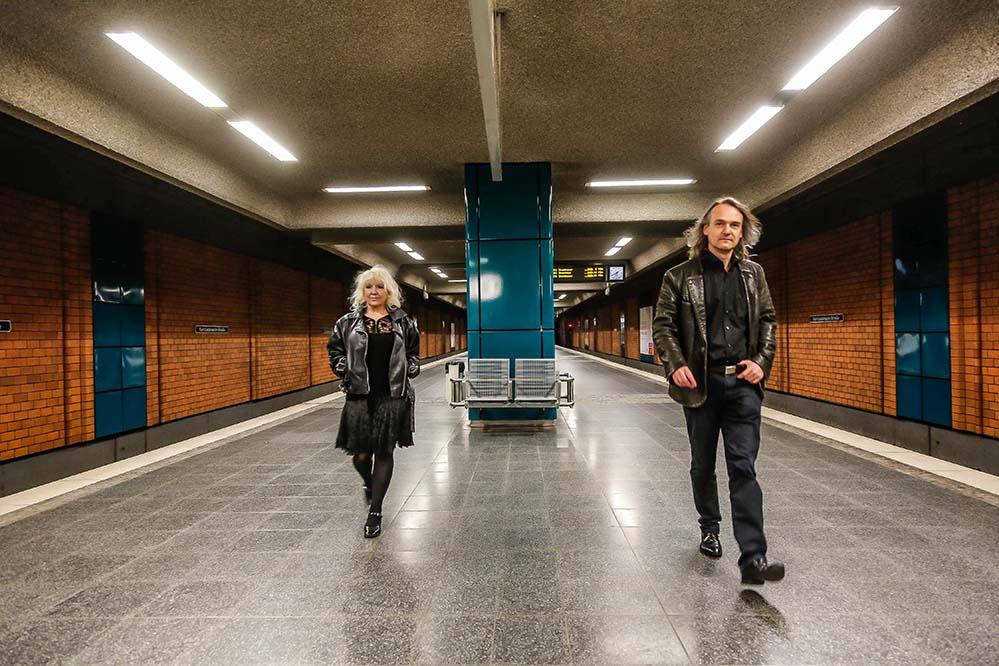 Die U-Bahnhöfe Stadtgarten und Leopoldstraße werden die Kompositionen von kunstgruppe GOTTLIEB weiter abspielen.