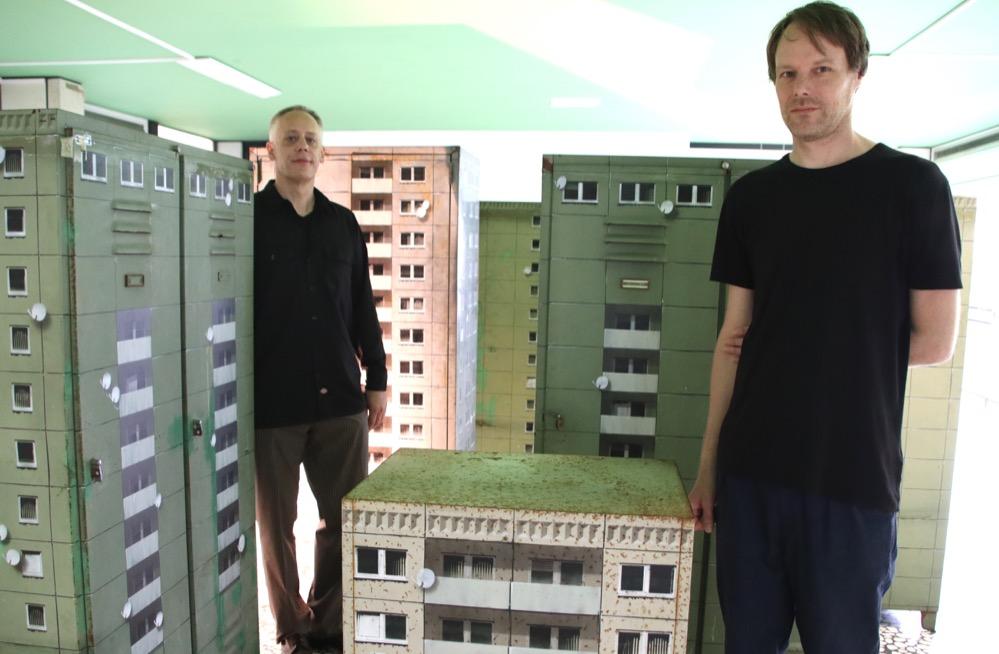 Alekos Hofstetter und EVOS zwischen Sthalschrankhochhäusern