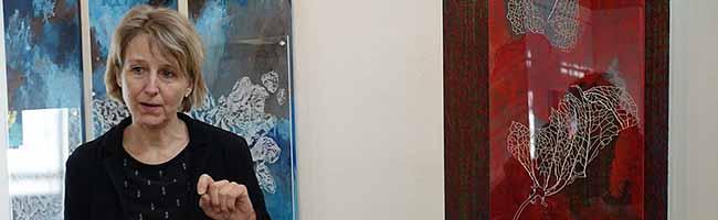 Birgit Brinkmann-Grempel stellt in der Artothek bis September 2018 ihre tiefgehend hintergründig farbigen Bilder aus