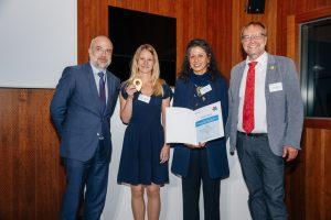 Auszeichnung lokal willkommen Staatssekretär Dr. Markus Kerber, Rebecca Dettling (Caritasverband Dortmund), Nahid Farshi und Ulrich Piechota (Stadt Dortmund). Bild BMI