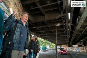 Spaziergang zu den historischen Eisenbahn-Stahlbrücken. Peter Kocbeck führt den Spaziergang