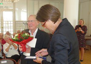 Bundesverdienstkreuz Bürgermeisterin Jörder überreicht Göddeke das Verdienstkreuz