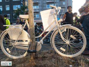 """""""Ghost Bikes"""" erinnern an unverschuldet getötete RadfahrerInnen.Foto: Leopold Achilles"""