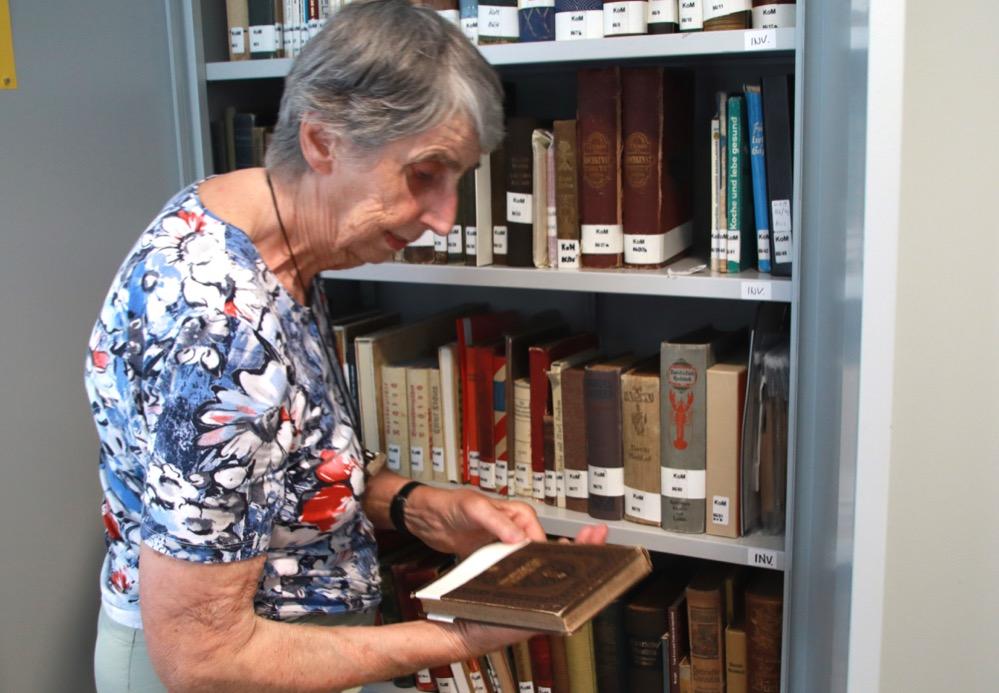 Mittlerweile umfasst die Bibliothek des Kochbuchmuseums um die 13.000 Titel. Foto: Karsten Wickern