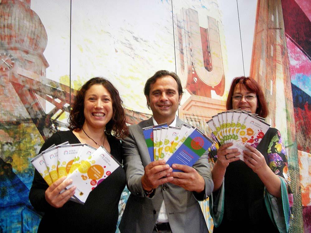 Leyla Brust, Levent Arslan und Ulrike Markowski vom DKH präsentierten das umfangreiche Programm. Foto: S. Fijneman