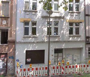 Das Intown-Problemhaus in der Heroldstraße 72 ist nur eins von mehreren, die leer stehen und zugemacht wurden.