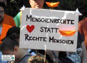 """Die """"Seebrücke"""" fordert Solidarität und Humanität."""
