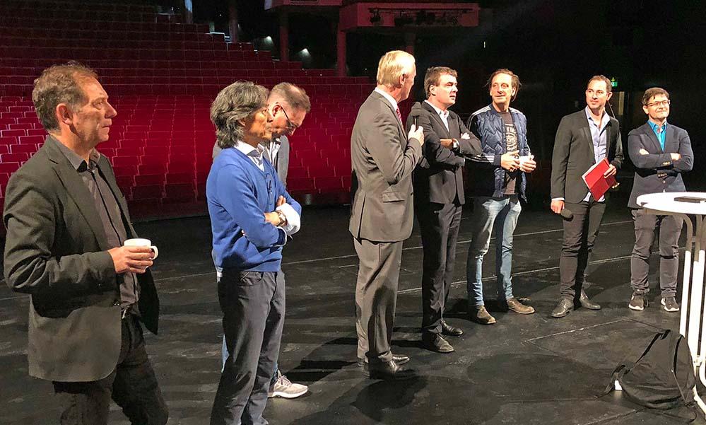 Begrüßten die neuen Ensemble-Mitglieder: v.l.n.r. Andreas Gruhn, Xin Peng Wang, Martin Lizan, Jörg Stüdemann, Gabriel Feltz, Kay Voges, Tobias Ehinger und Heribert Germeshausen.