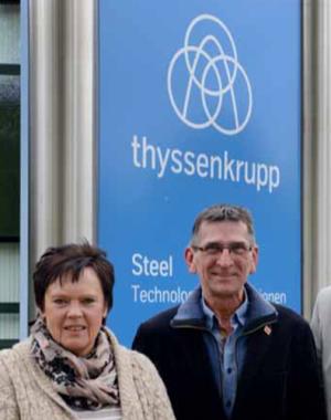 Die TKSE-Betriebsräte Sabine Birkenfeld und Hartmut Schink können die Korken knallen lassen.
