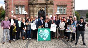 Die Beteiligten des Hafenspaziergangs stellen das Programm vor. Fotos (2): Karsten Wickern