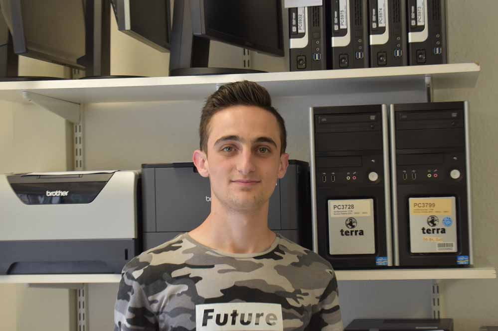 Yeazdan Sher Ahmad bekommt die Chance auf eine Ausbildung beim Klinikum Dortmund. Fotos: Klinikum DO