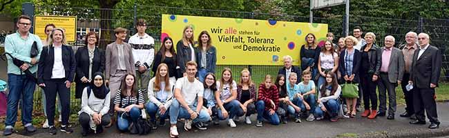 Schulen in Dorstfeld stehen für Vielfalt, Toleranz und Demokratie: SchülerInnen und Kollegien stellen Plakate vor