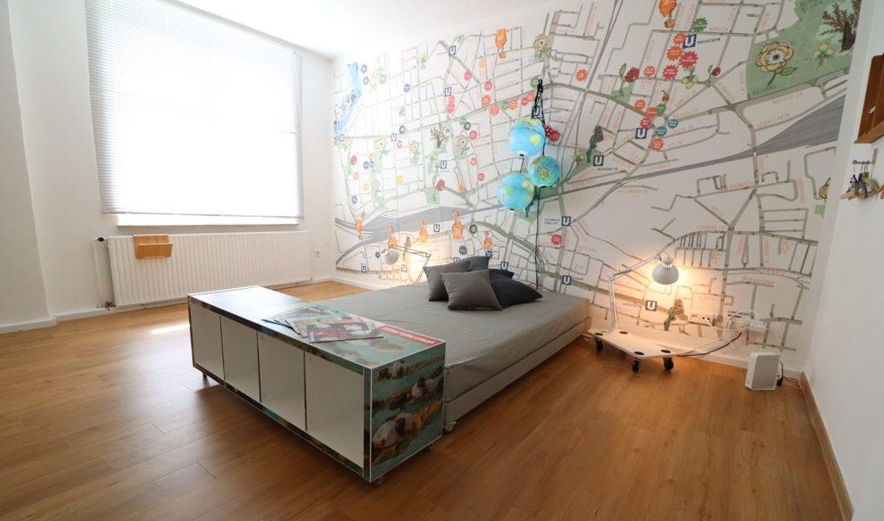Die Künstlerinnen Carl Fugazzi und Silvia Liebig haben jeweils eine Wohnung gestaltet. Fotos: Karsten Wickern
