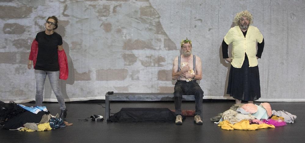 Das Artsenico Ensemble bei den Proben zu Stille in feindseligen Intervallen Fotos: Guntram Walter
